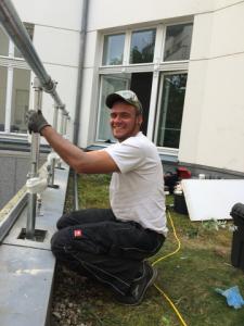 Montage von Absturzsicherungen für Dachdecker