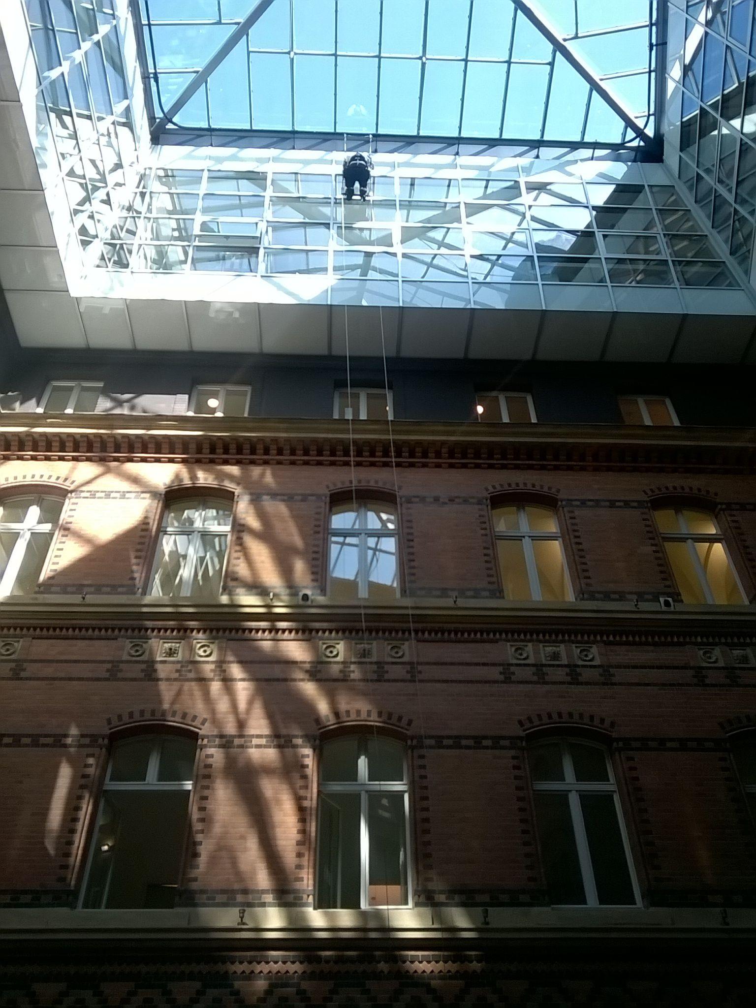 Fassaden Stepper Fassadenbefahranlage amh Absturzsicherungen Landing